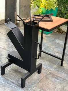Camping rocket stove made from sheet metal. Rocket Stove Design, Diy Wood Stove, Diy Rocket, Diy Grill, Outdoor Fireplace Designs, Outdoor Stove, Multi Fuel Stove, Cooking Stove, Wood Joinery
