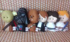 Saga Star Wars pocket em feltro Star Wars Bedroom, Star Wars Nursery, Star Wars Crafts, Geek Crafts, Felt Patterns, Stuffed Toys Patterns, Diy Christmas Ornaments, Felt Ornaments, Tela