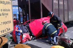 Motorista fica preso nas ferragens em colisão com trem em São Francisco do Sul +http://brml.co/1DYlMGQ
