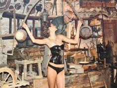 Gradita presenza con Beppe nella stanza segreta degli Antichi Mestieri Wonder Woman, Superhero, Fictional Characters, Women, Art, Art Background, Kunst, Performing Arts, Fantasy Characters