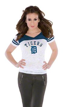 """Touch by Alyssa Milano Green Bay Packers Women's """"The Coop"""" Football T-Shirt Chicago White Sox, Boston Red Sox, Yankees Outfit, Cubs Merchandise, Football Tops, Football Stuff, Football Gear, Hockey Stuff, New Era Hats"""