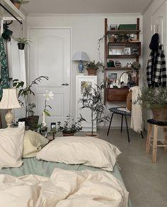 Room Design Bedroom, Room Ideas Bedroom, Bedroom Decor, Room Ideias, Minimalist Room, Aesthetic Room Decor, Cozy Room, Dream Rooms, My New Room