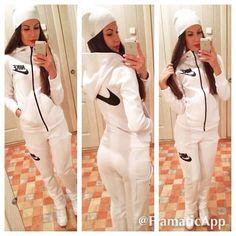 white nike jogging suit
