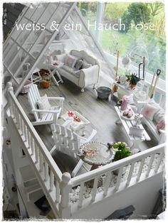 weiß & ein Hauch rosé: Puppenhaus
