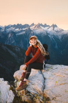 I'm sharing the best fall hikes in Washington State! In this guide to exploring Washington in the fall, you'll find a ton of outdoor adventure options including hiking, scenic drives, visiting pumpkin patches, backpacking, and more! | Washington fall hikes | Best hikes in Washington | hiking girl inspiration | fall hiking outfit | cute hiking outfit | cute leather hiking boots | Adventure Photography, Photography Poses, Hiking Photography, Cute Hiking Outfit, Mountain Hiking Outfit, Summer Hiking Outfit, Best Hiking Shoes, Hiking Boots, Granola Girl