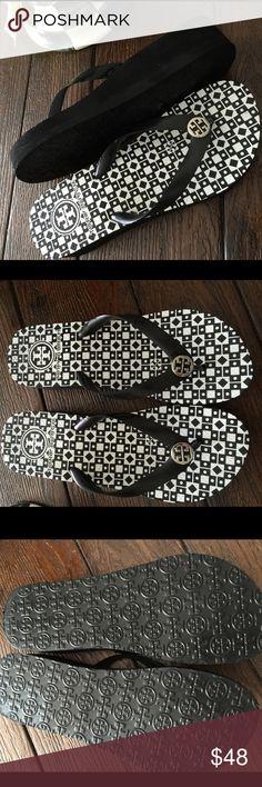 Tory Burch Flip Flops Blk/Wht Wedge Heel 8 Worn 1x Tory Burch Flip Flops Black White Wedge Heel 8 Worn 1x Tory Burch Shoes Wedges