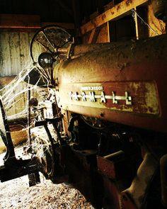 Farm Life – 2008 Capture the Heart of America Photo Contest Antique Tractors, Vintage Tractors, Vintage Farm, Farmall Tractors, Old Tractors, New Tractor, Classic Tractor, Old Farm Equipment, Case Ih