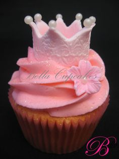 pretty princess crown cupcake... I want to make this for my daughter!!!