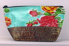 ACEL-ROSEGAL/BRONZE.  ACEL-ZBLK/RED.  These two-toned Faux Leather cosmetic bags pair perfectly with all your SJO favorite totes ~ perfect for carrying all your makeup or toiletries in!  Never Stains, just wipe clean when your makeup spills or the chocolate bar melts! #sarahjanesoilcloth #love #madeintheusa www.simplysjo.com