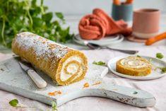 Det beste fra to verdener samlet i en og samme kake. Oppskriften får du her. Norwegian Food, Norwegian Recipes, Pavlova, Cake Recipes, Food And Drink, Snacks, Baking, Sweet, Ethnic Recipes