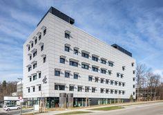 Wissenschaft in Silber und Gold - DLR-Forschungsgebäude in Stuttgart von hammeskrause