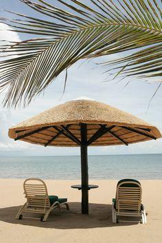 Paradise (by Matt Floreen) Ocean Beach, Beach Day, Beach Vibes, I Love The Beach, Am Meer, Sandy Beaches, Beach Resorts, Vacation Spots, Beautiful Beaches