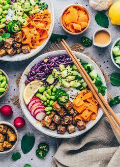 Vegan Poke Bowl Vegan Dinner Recipes, Vegan Dinners, Healthy Recipes, Healthy Food, Crispy Chickpeas, Crispy Tofu, Vegan Peanut Sauce, Hawaiian Dishes, Sushi Bowl