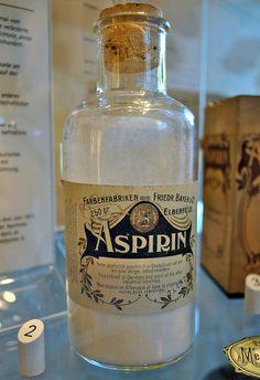 Aspirin at the German Pharmaceutical Museum Apothecary Bottles, Antique Bottles, Vintage Bottles, Bottles And Jars, Vintage Perfume, Glass Bottles, Antique Glass, Perfume Bottles, Vintage Advertisements