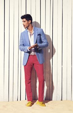 Spring/Summer I love salmon pants! Coral Pants, Look Fashion, Fashion Outfits, Mens Fashion Suits, Well Dressed Men, Preppy Style, Stylish Men, Swagg, Gq