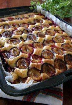 Polish plum cake - placek ze sliwkami - is another everyday dessert, especially in summer when plums are plentiful. But canned plums may be used in a pinch. Healthy Desserts, Delicious Desserts, Dessert Recipes, Yummy Food, Polish Desserts, Polish Recipes, Czech Recipes, Pumpkin Cheesecake, No Bake Cake