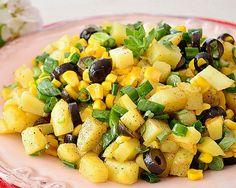 Salata orientala este una din cele mai populare retete pentru ca la prepararea ei se folosesc ingrediente simple, pe care de Fruit Salad, Potato Salad, Ethnic Recipes, Food, Fruit Salads, Meals, Yemek, Eten