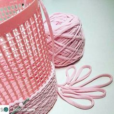 Ideia mara by fiosdanãna fiodemalha trapillo yarnlove crochetlove ganchillo yarn knitting instacraft Crochet Quilt, Crochet Home, Love Crochet, Crochet Stitches, Knit Crochet, Loom Knitting, Hand Knitting, Knitting Patterns, Crochet Patterns