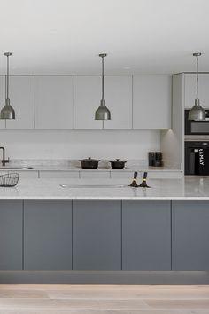 Modern Grey Kitchen, Light Grey Kitchens, Modern Kitchen Design, Kitchen Room Design, Living Room Kitchen, Kitchen Interior, Kitchen Decor, Laundry Design, New Interior Design