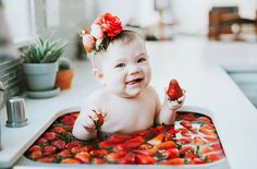 New Baby Photoshoot Fruit Ideas Bath Pictures, Share Pictures, Baby Girl Pictures, Newborn Pictures, Milk Bath Photography, Children Photography, Newborn Photography, Baby Milk Bath, Book Bebe