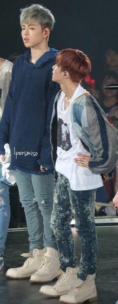 Junhoe & Jinhwan look how tiney our Jinhwan is