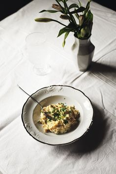 Scrambled eggs with goat cheese and chives