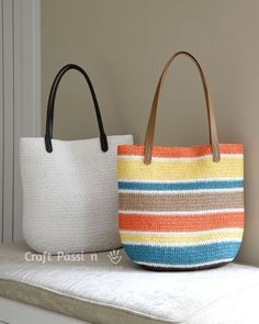 Crochet Bag straw tote bag - Free crochet pattern for straw tote bag using raffia yarn. Bag Crochet, Crochet Shell Stitch, Crochet Handbags, Crochet Purses, Free Crochet, Crochet Fabric, Crochet Granny, Bag Pattern Free, Tote Pattern