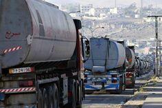 انخفاض واردات الأردن من النفط ومشتقاته 31.2% في نهاية أغسطس -  Reuters. انخفاض واردات الأردن من النفط ومشتقاته 31.2% في نهاية أغسطس عمان (رويترز)  قال الأردن يوم الخميس إن قيمة وارداته من النفط ومشتقاته انخفضت 31.2 بالمئة في الأشهر الثمانية الأولى من العام إلى 1.174 مليار دينار (1.65 مليار دولار) مقارنة مع الفترة ذاتها من العام السابق. كانت فاتورة واردات المملكة من النفط ومشتقاته بلغت في نهاية أغسطس آب 2015 نحو 1.707 مليار دينار. وبدأ هبوط أسعار النفط العالمية بالتأثير على فاتورة الطاقة…