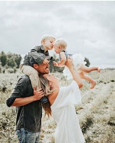 // FAMILIE Rebecca Tenbrinke - family -You can find Family photography and more on our website. Summer Family Pictures, Family Photos With Baby, Family Picture Poses, Family Picture Outfits, Fall Family Photos, Family Photo Sessions, Family Posing, Baby Family, Poses For Family Pictures