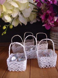 Mini Lace Favor Basket - 6pcs with hanger tab