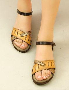 Günlük Ayakkabı Modelleri, Kadın Günlük Ayakkabı Modelleri | Limoya Shoes Flats Sandals, Girls Sandals, Leather Sandals, Slippers For Girls, Womens Slippers, Ella Shoes, Trendy Sandals, Casual Shoes, Women's Casual