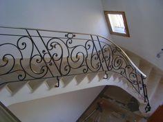 Ferronnerie Rocle artisan ferronnier d'art, nous réalisons sur mesure des rampes et gardes corps de style et moderne, des portails et portillons mais aussi du mobilier - rampes et gardes corps