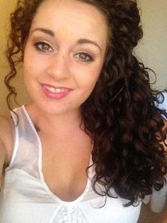 Night Routine for Perfect Morning Curly Hair Jayson Lewis.her hair is GORGEOUS. curly haircurly hair tipscurly hairstylesstyles for curly hair Curly Hair Routine, Curly Hair Tips, Hair Dos, Wavy Hair, Her Hair, Curly Hair Styles, Natural Hair Styles, Fine Hair, Blond