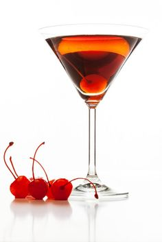 Cocktail recipe for a Cherrytini made with 1 oz cherry oz cherry flavored - 3 oz chilled Sprite soda Party Food And Drinks, Fun Drinks, Yummy Drinks, Alcoholic Drinks, Beverages, Coctails Recipes, Drinks Alcohol Recipes, Manhatten Cocktail, Manhattan Drink