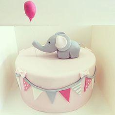 Und jetzt kommt auch wie versprochen das Babyparty-Törtchen! #babyparty #motivtorte #cake #babyshower #wimpelkette #babyelefant #luftballons #torte #nürnberg #fürth #erlangen