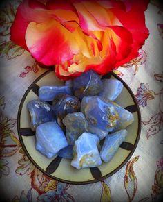 Chakra de la garganta - piedra de perdón, manejo de ira y hostilidad, autocuidado - calcedonia azul
