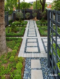 How to Design and Build a Paver Patio #WalkwayLandscape #landscapefrontyardwithstone