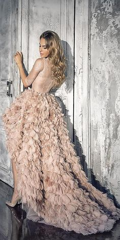 24 amazing colorful wedding dresses for non-traditional bride Sparkly Bridal Non White Wedding Dresses, Bohemian Wedding Dresses, Best Wedding Dresses, Bridal Dresses, Backless Wedding, Stunning Dresses, Nice Dresses, Mermaid Dresses, Vintage Dresses