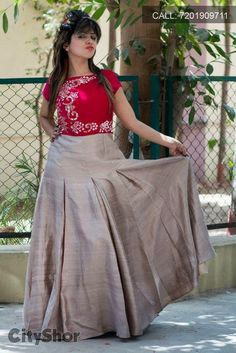 Kurti Long Skirt And Top, Traditional Skirts, New Kurti Designs, Beige Skirt, Indian Look, Indian Attire, Frocks, Lehenga, Fashion Models