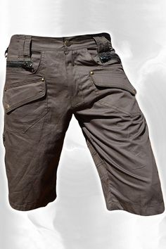 Pantalón corto estilo en tela de algodón 6 bolsillos. 4 bolsillos laterales. 2 bolsillos traseros. 1 bolsillo Impermeable con impermeable cierre zip 1 bolsillo secreto Todas las telas son 100% algodón Hombres cortos pantalones Hipster, Tribal, Steampunk, aventura llevar, Burning Man, Tactical Wear, Tactical Clothing, Star Clothing, Clothing Co, Trouser Pants, Cargo Pants, Fashion Pants, Mens Fashion, Hipster Pants