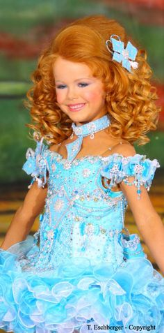 Pageant Stars USA is a informative website about beauty pageants. Its Crown Studio design service offers pageant comp cards and other portfolio work. Pagent Hair, Pagent Dresses, Kids Pageant Dresses, Pageant Girls, Girls Dresses, Tiara Hairstyles, Flower Girl Hairstyles, Pageant Hairstyles, Fancy Hairstyles