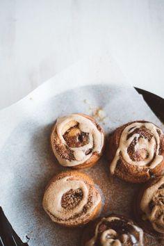 vegan sticky cinnamon rolls