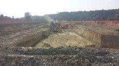 Fase di scavo nel cantiere per la realizzazione del canale di derivazione