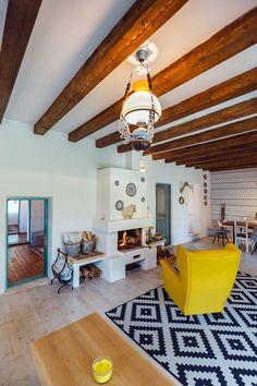 In vizita la Alina, Marius si Micha House Design, Traditional House, Home, Rustic Style Decor, Farmhouse Interior, Rustic Restaurant, Living Room Setup, Interior Design, Rustic House
