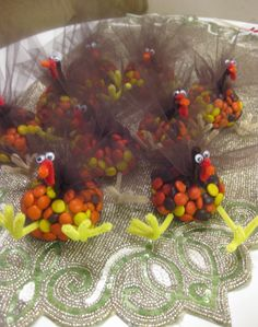 Reeses Pieces Turkey Treats. Sooo cute for the kiddos at Thanksgiving!