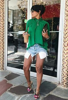Kyrzayda Rodriguez Love the green top Short Outfits, Chic Outfits, Fashion Outfits, Womens Fashion, Fashion Trends, Casual Chic, Spring Summer Fashion, Spring Outfits, I Love Fashion