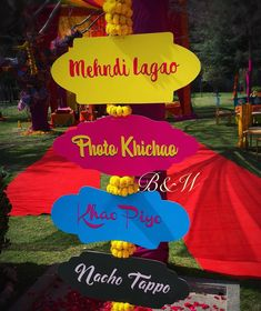 Explore the new and upcoming trends in Indian wedding with us. Here are the modern Wedding Sign Board Ideas for upcoming weddings. Desi Wedding Decor, Wedding Decorations On A Budget, Backdrop Decorations, Ceremony Decorations, Wedding Signs, Wedding Mandap, Wedding Receptions, Wedding Ideas, Mehendi Decor Ideas