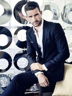 Dark blue modern fit men suit #darkbluesuit #modernsuit #mensuit #fitsuit