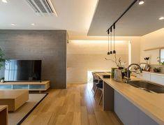 【公式:ダイワハウスの注文住宅サイト】建築事例・実例を住まい方別にご覧いただけます。「森の緑を絵のように望む和モダンな家」 House Design, House, Japanese Home Design, Interior Design Kitchen, Interior Design Kitchen Small, House Interior, Modern Grey Living Room, Interior Deco, Kitchen Design