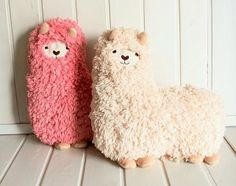 Alpaca pillow. would be fun to try and make